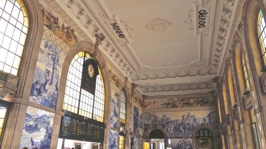 Le plus beau hall de gare de la galaxie et de l'univers : São Bento
